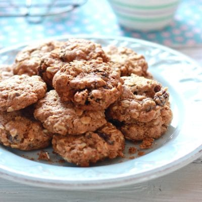 Gwyneth Paltrow's Oatmeal Raisin Cookies {Vegan} | theclevercarrot.com