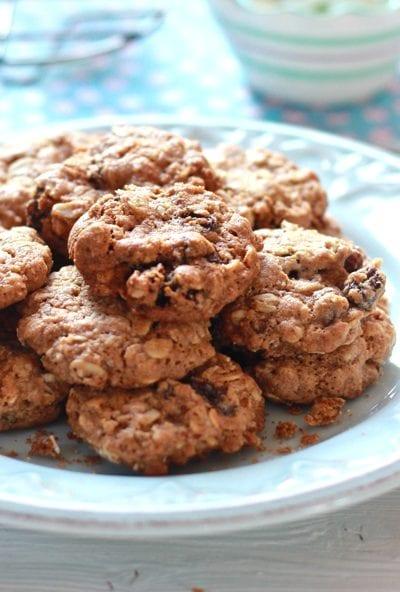 Gwyneth Paltrow's Oatmeal Raisin Cookies {Vegan}   theclevercarrot.com