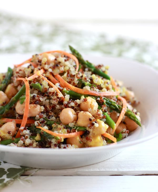 curried quinoa and asparagus salad | theclevercarrot.com