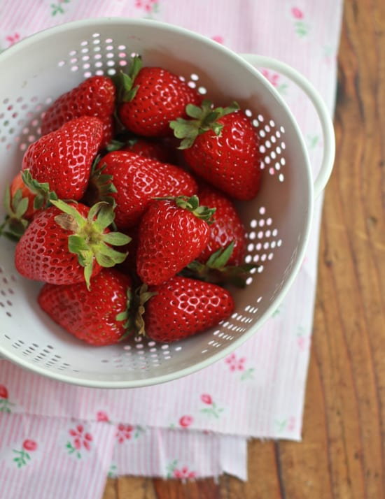strawberry lemonade margaritas | The Clever Carrot