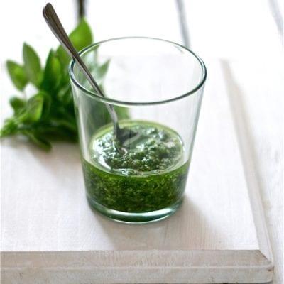 Fresh Basil Pesto | theclevercarrot.com