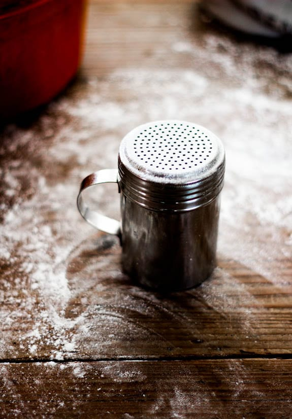 Flour shaker for bread baking | theclevercarrot.com