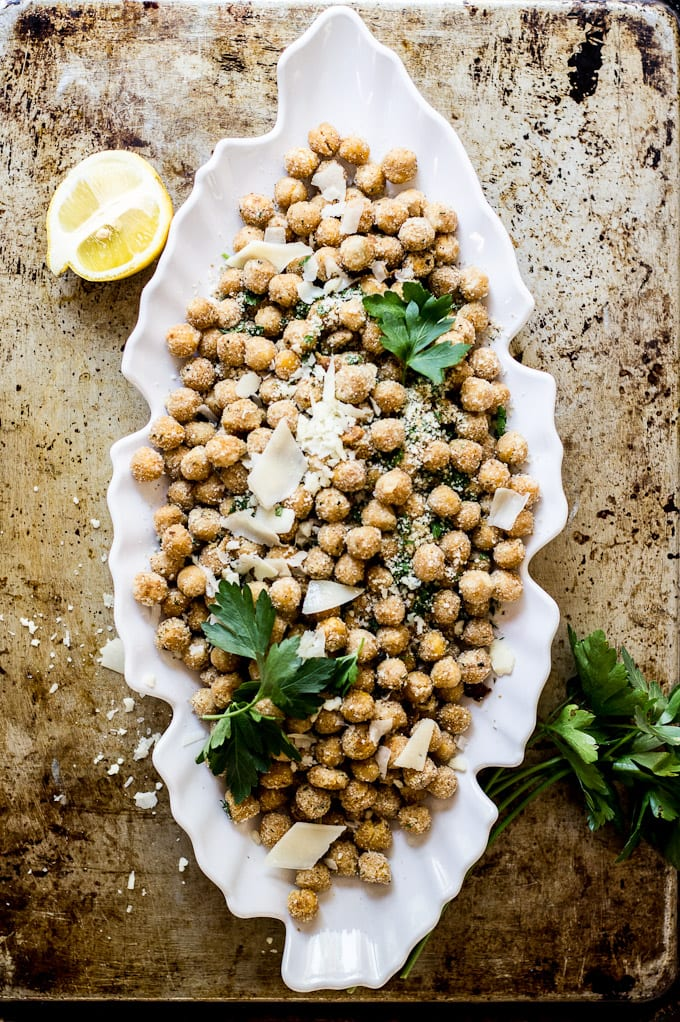 parmesan + herb baked chickpeas | theclevercarrot.com