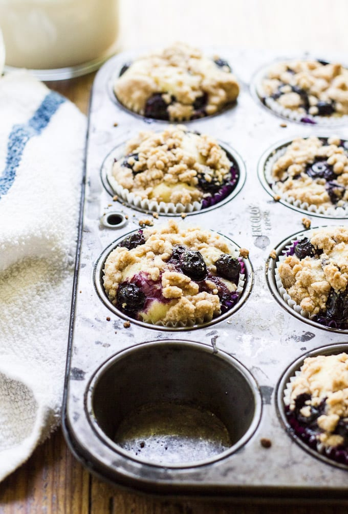 buttermilk blueberry crumb muffins   theclevercarrot.com