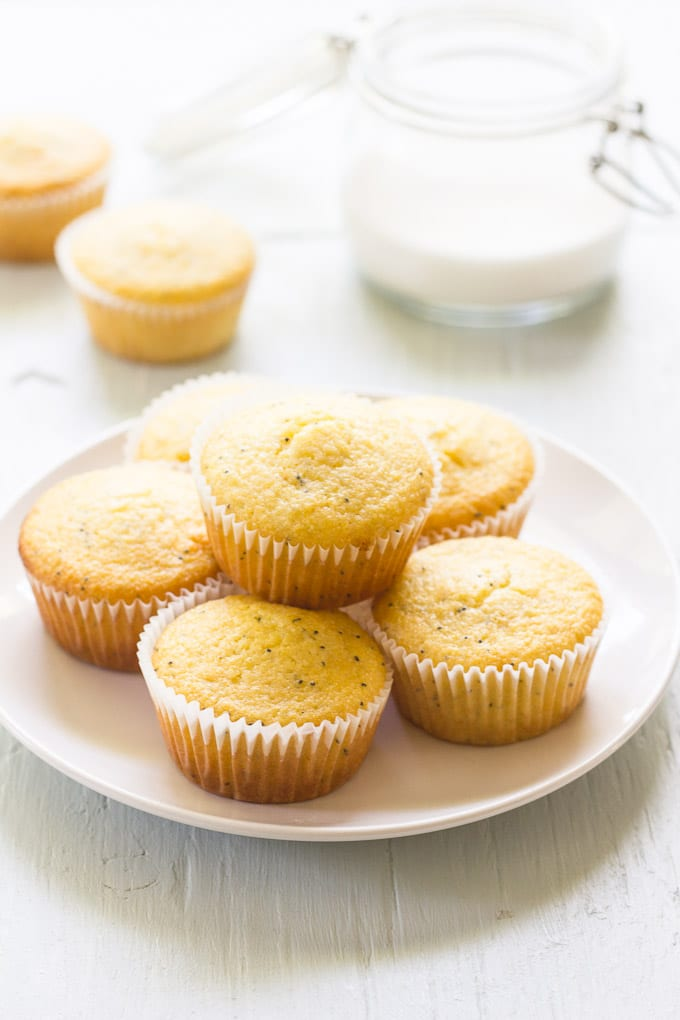 lemon poppy seed cornmeal muffins | theclevercarrot.com