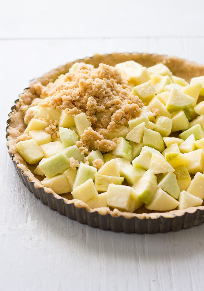 crust + crumble apple pie | theclevercarrot.com