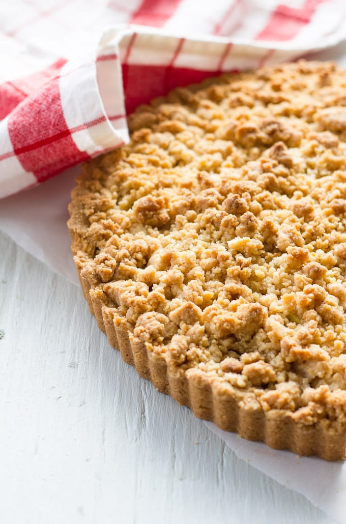 crust + crumble apple pie   theclevercarrot.com