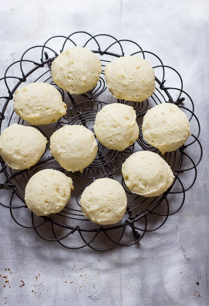 italian christmas ricotta cookies + a giveaway! |theclevercarrot.com