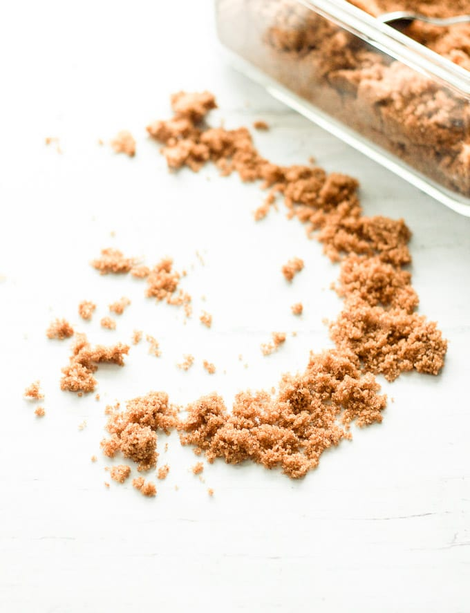 how to soften brown sugar {without bread, apple slices, or marshmallows} | theclevercarrot.com