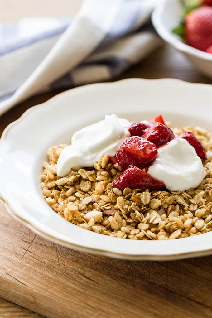 toasted granola with vanilla bean yogurt and strawberries   theclevercarrot.com