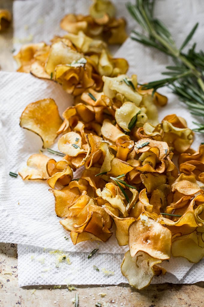 crispy sunchoke chips with lemon-rosemary salt | theclevercarrot.com