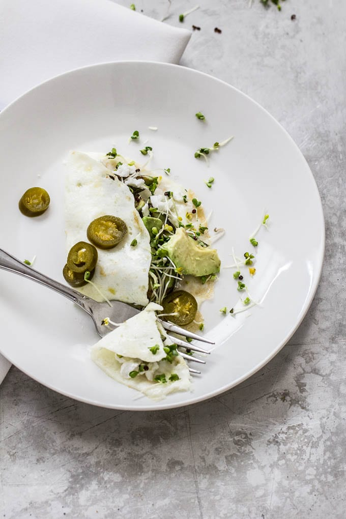 egg white omelet with sprouts + pickled jalapeños | theclevercarrot.com