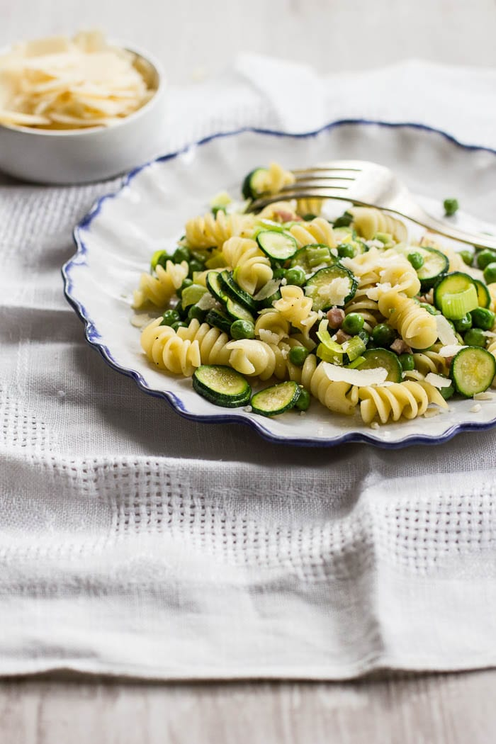 spring zucchini pasta | theclevercarrot.com