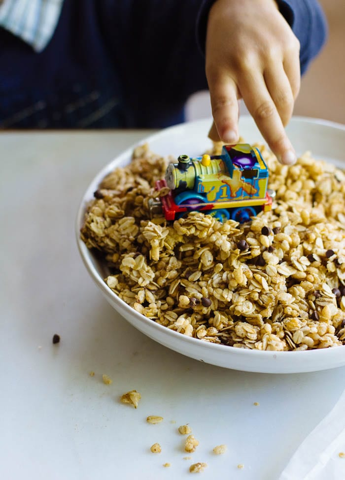 chocolate chip granola + a trip for 2!|theclevercarrot.com