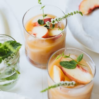 5 minute white peach margaritas | theclevercarrot.com