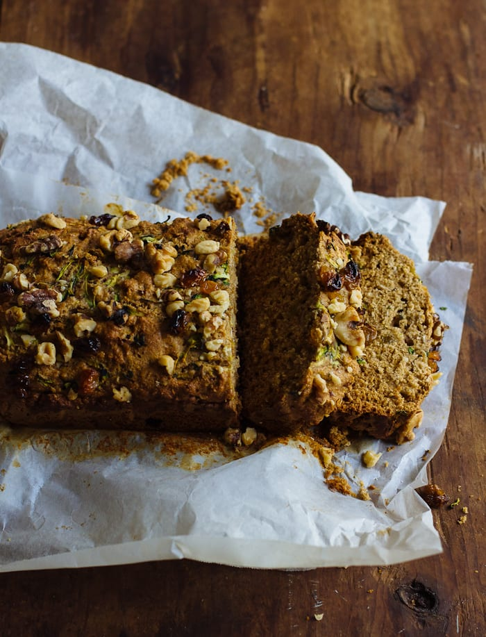 whole grain zucchini bread with honey & walnuts | theclevercarrot.com