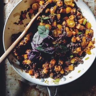 sweet potato & lentil skillet | theclevercarrot.com