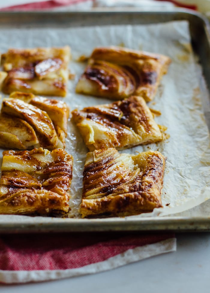 Easy Apple Tart with Puff Pastry | theclevercarrot.com