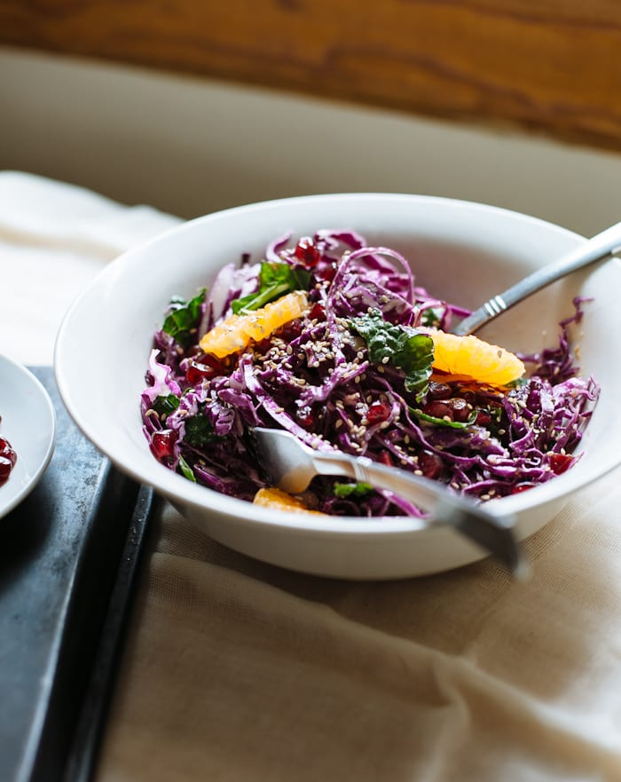 pack and go lunch: tangled red cabbage salad | theclevercarrot.com