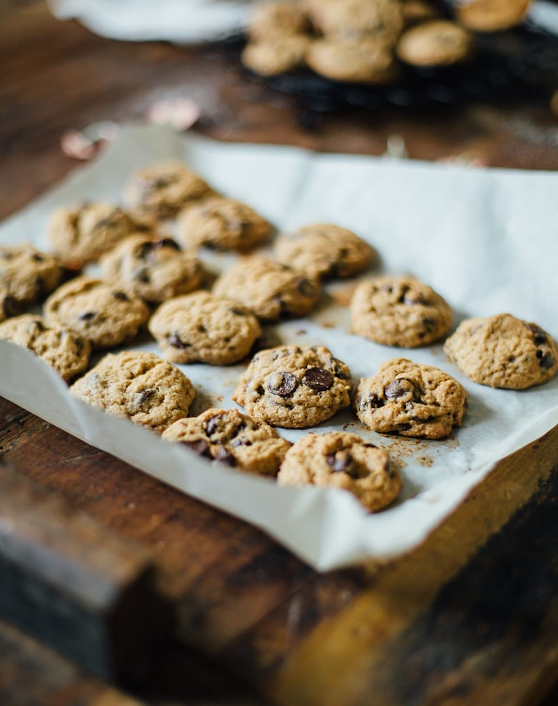 soft whole-grain chocolate chip cookies | theclevercarrot.com