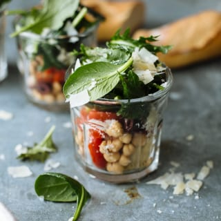 mediterranean kale salads in jars | theclevercarrot.com