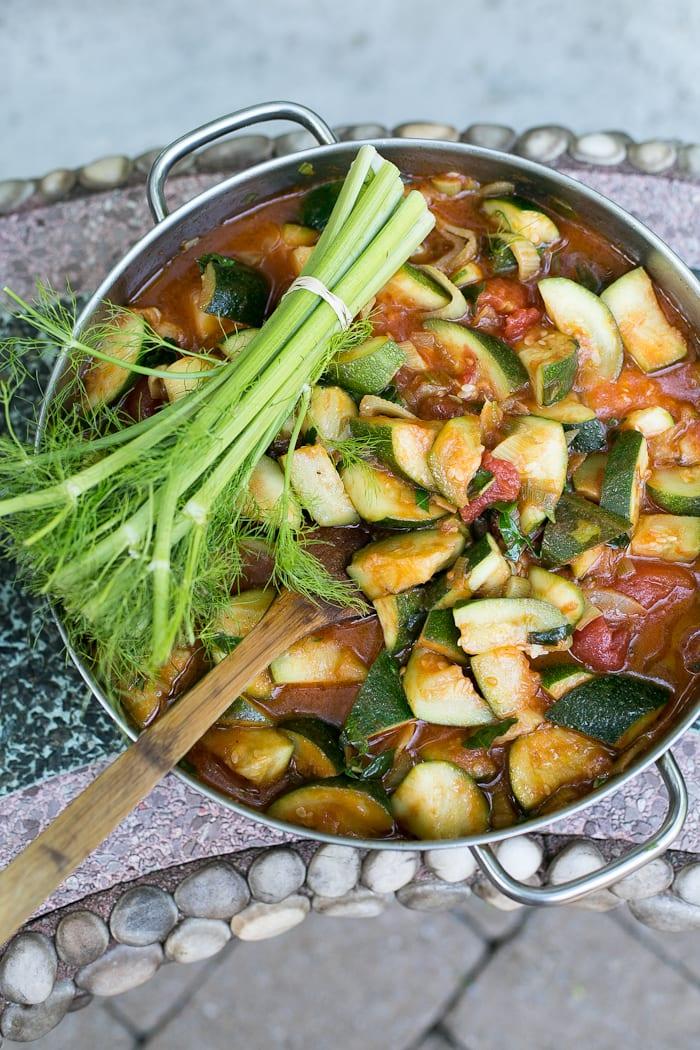 tomato basil zucchini | theclevercarrot.com