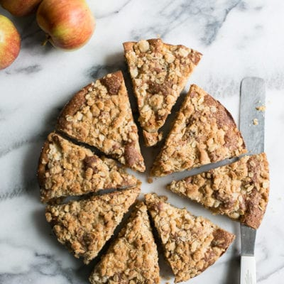 a simple apple crumble cake
