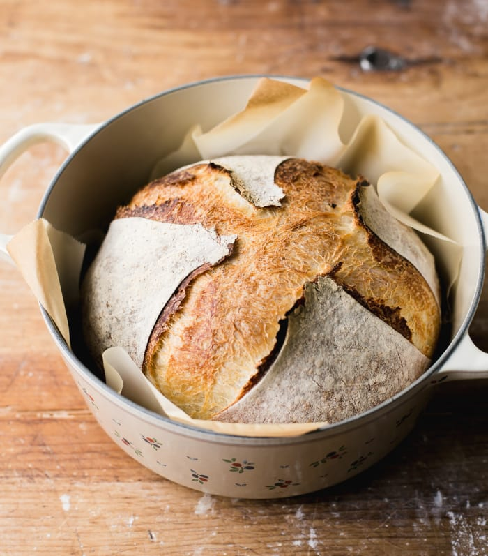 Dutch Oven Sourdough | theclevercarrot.com