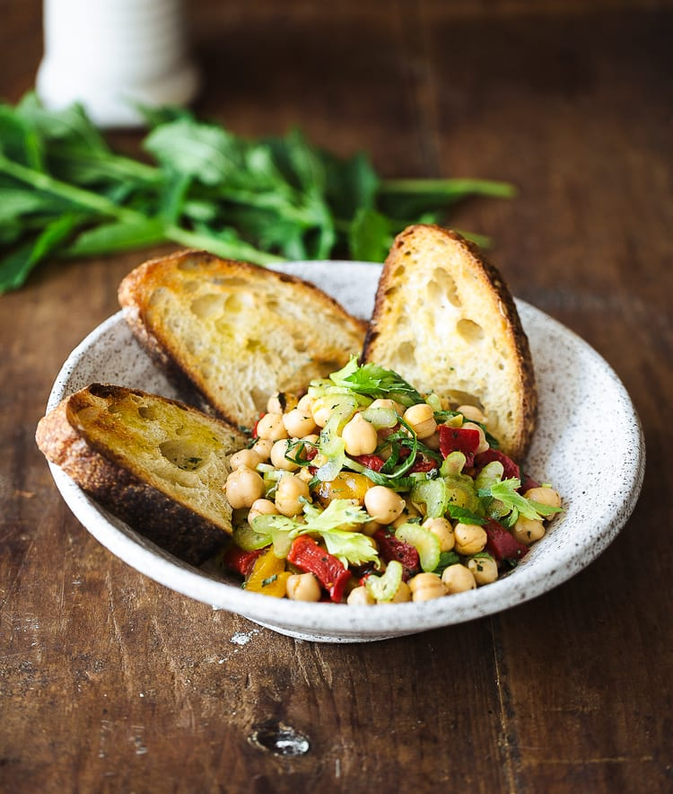 Chickpea & Roasted Red Pepper Salad | theclevercarrot.com
