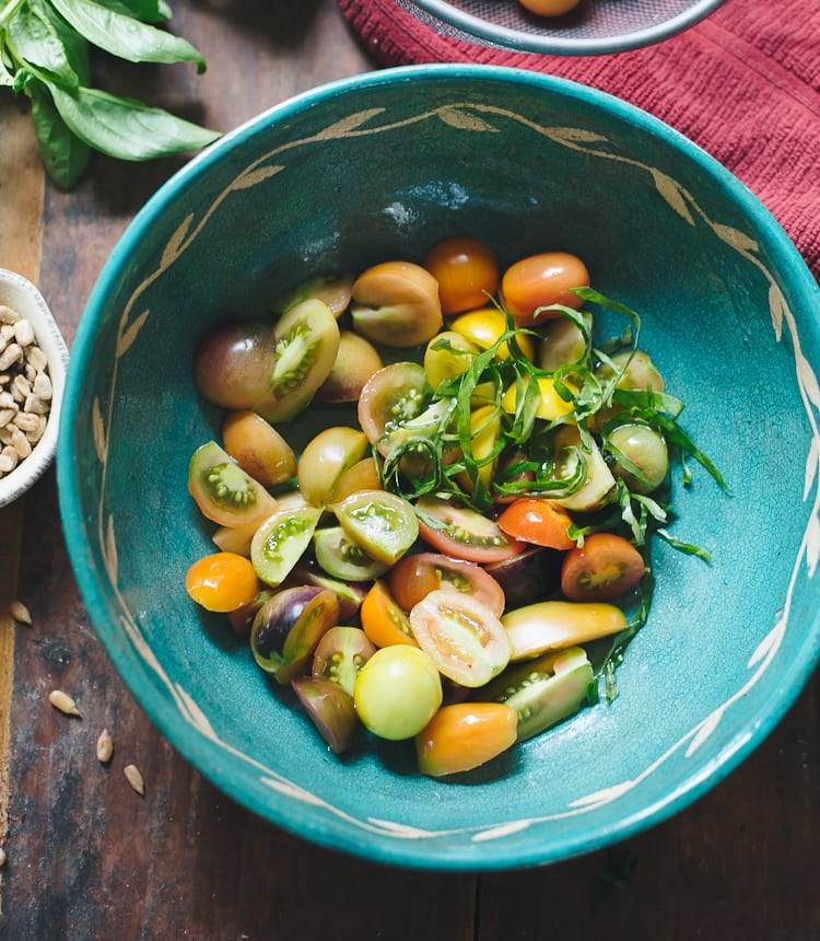 A Bohemian Tomato Salad | theclevercarrot.com