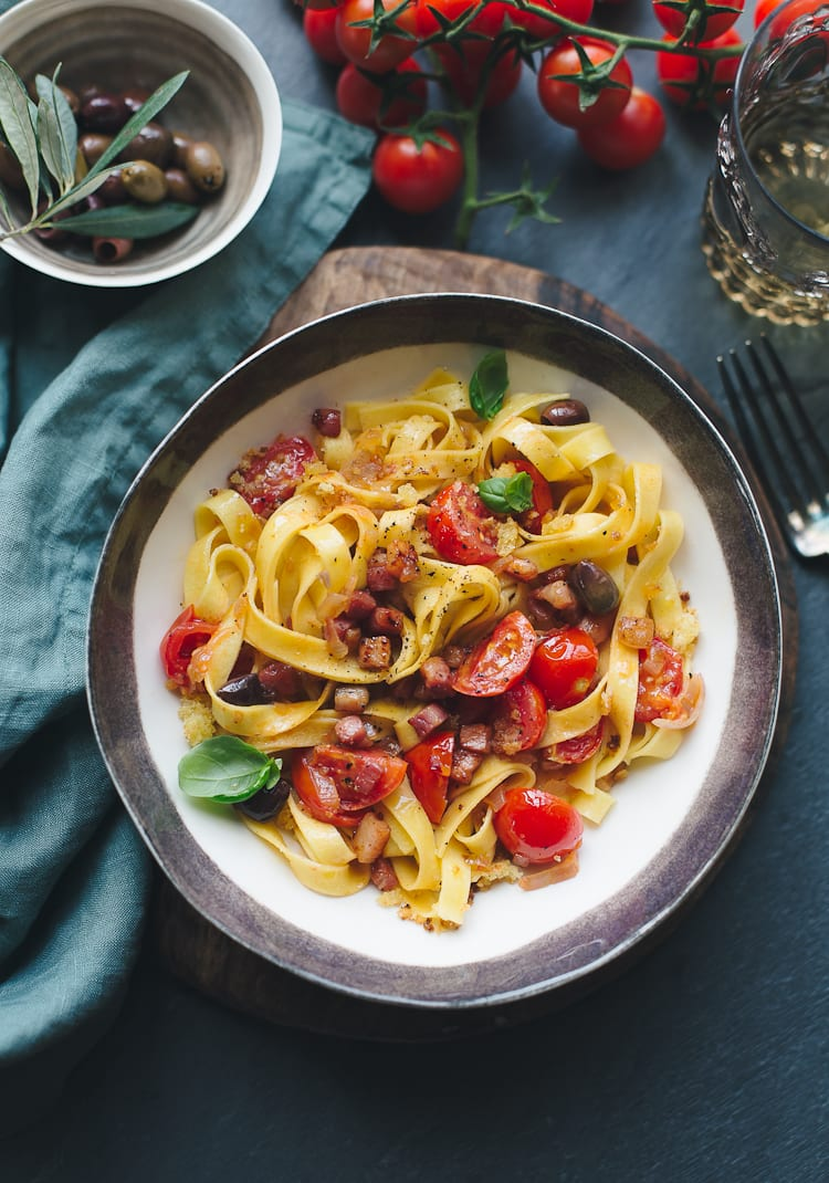Giovanni Rana Fresh Tagliatelle with Tomatoes and Pancetta | theclevercarrot.com