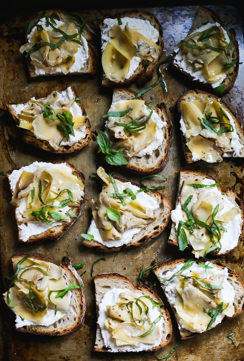 Sourdough Crostini with Ricotta and Artichokes | theclevercarrot.com